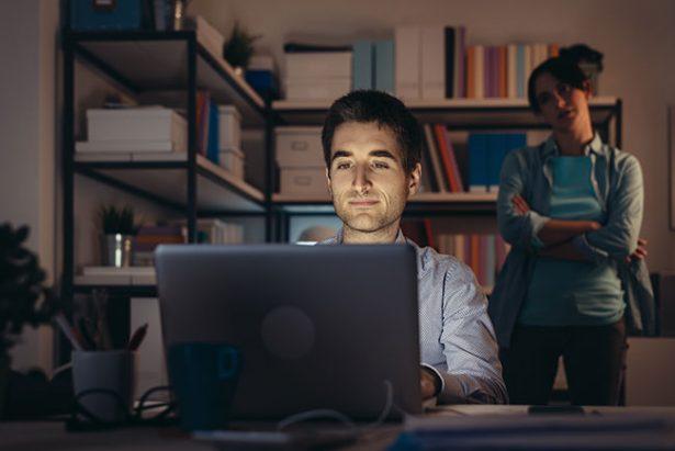 仕事で時間に追われる社員がやっている6個の悪い習慣